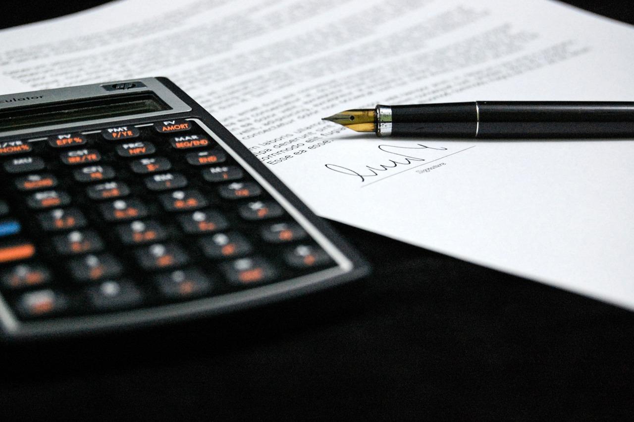 Skriva på kontrakt bostadsköp